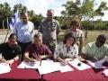 firma-acuerdo-comisionado-viequez-17