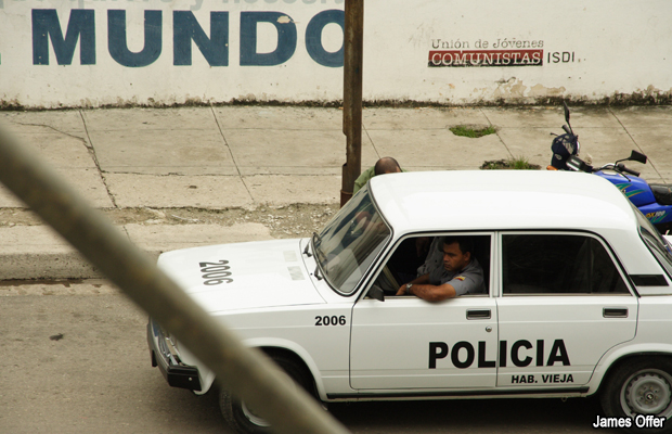 20061211-policia-cuba