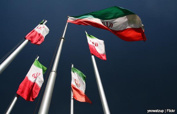 20101006-iran-flags
