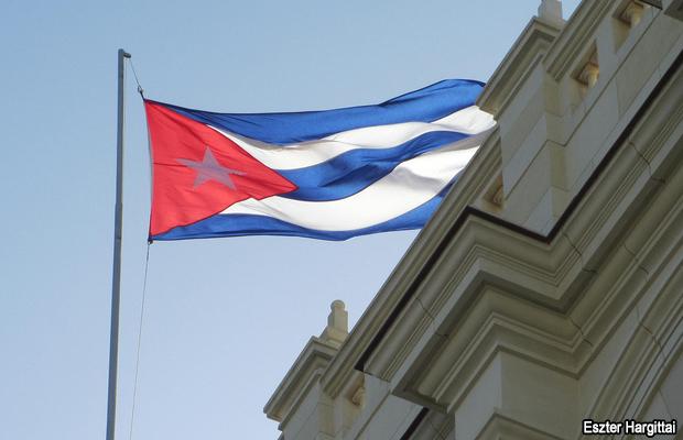 20121114-cuban-flag