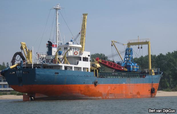 20100605-north-korea-ship