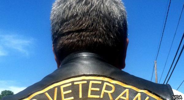 El veterano del Cuerpo de Infantes de Marina, Brian Prochaska, recuerda a su amigo Walter.