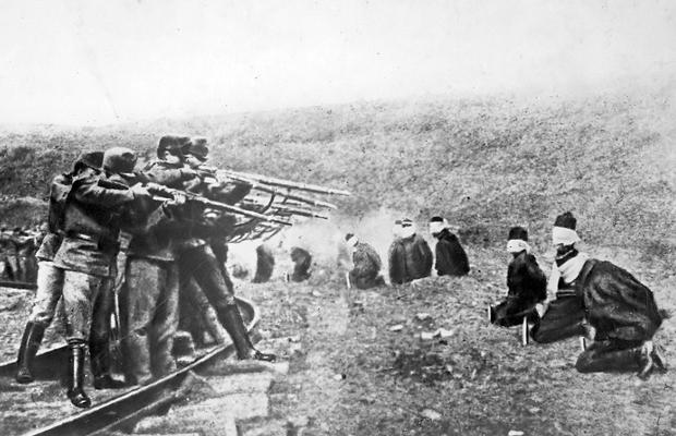 1917-astriacos-ejecutando-serbios
