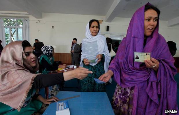 mujeres-votan-elecciones-afganistan-2014