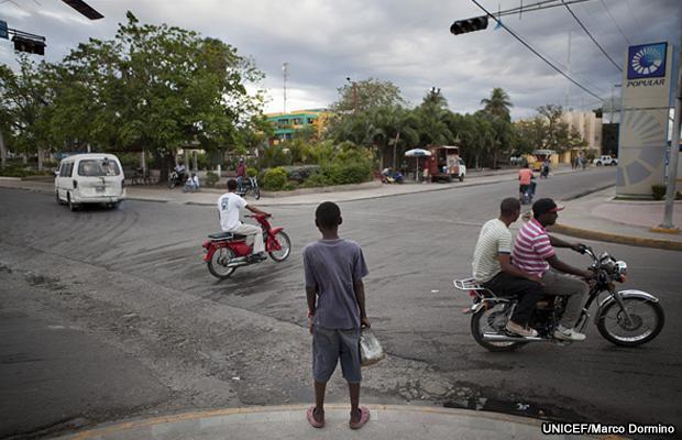 20111111-unicef-haiti-children-dominican-republic