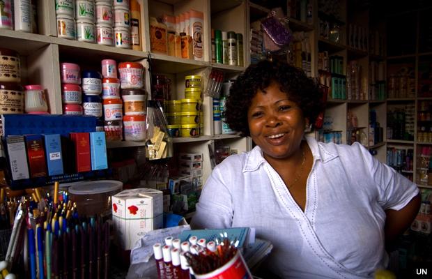 un-ghana-woman-store