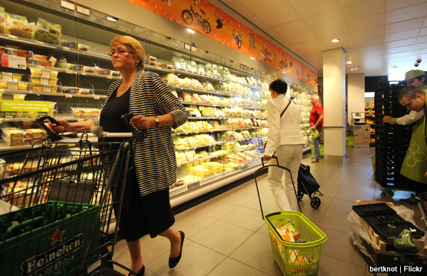 20140625-supermarket-shopping