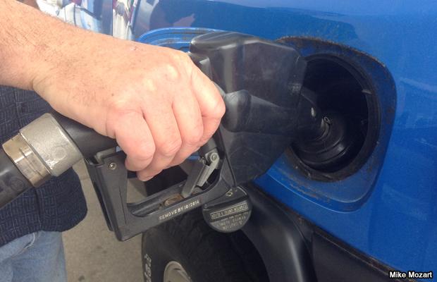 20140621-gas-pump