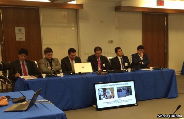 20150317-periodistas-ecuador