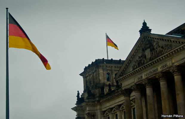 20110731-german-flag-bundestag