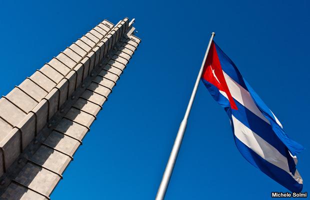 20120409-cuban-flag