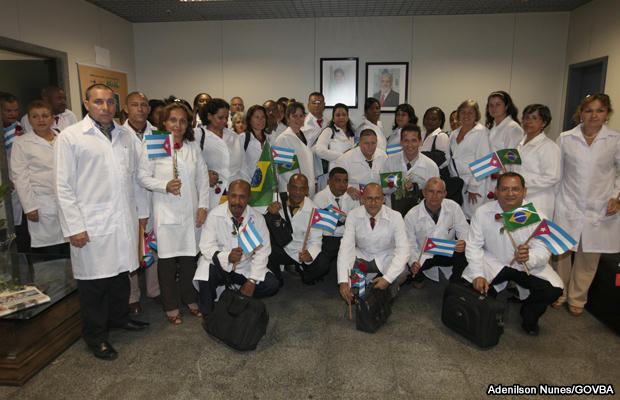 20130825-medicos-cubanos-brasil