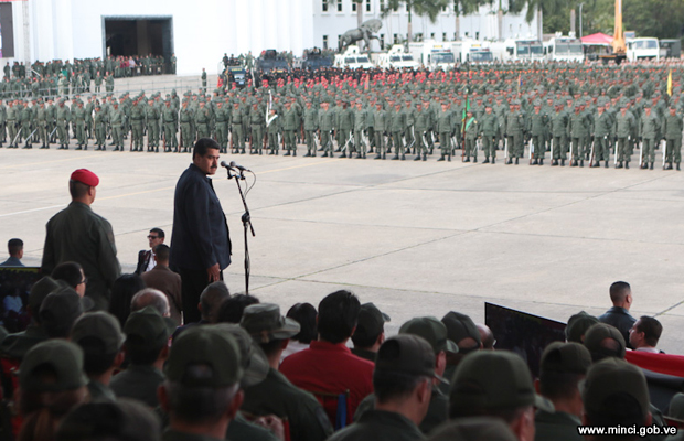 20151212-nicolas-maduro-fuerzas-armadas